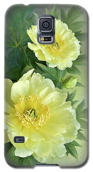Galaxy S5 Case featuring the digital art Yumi Itoh Peony by Thanh Thuy Nguyen