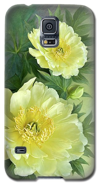 Yumi Itoh Peony Galaxy S5 Case by Thanh Thuy Nguyen