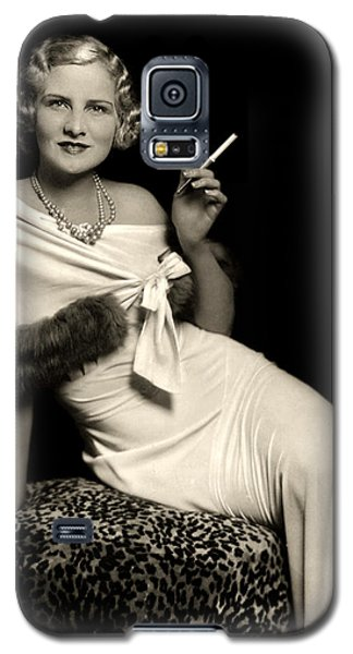 Ziegfeld Model Reclining In Evening Dress  Holding Cigarette By Alfred Cheney Johnston Galaxy S5 Case