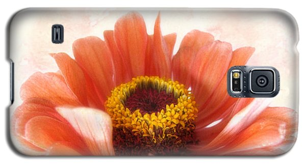 Galaxy S5 Case featuring the photograph Zinnia Bright by Louise Kumpf