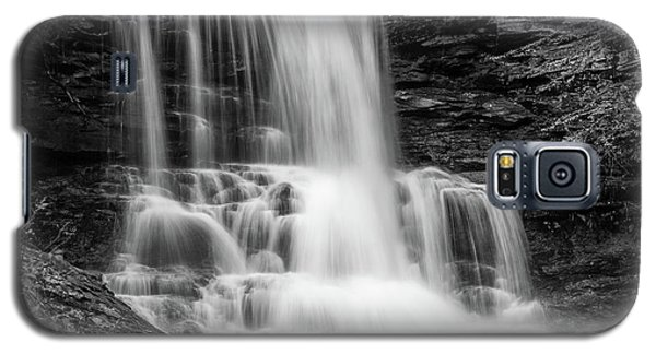 Black And White Photo Of Sheldon Reynolds Waterfalls Galaxy S5 Case