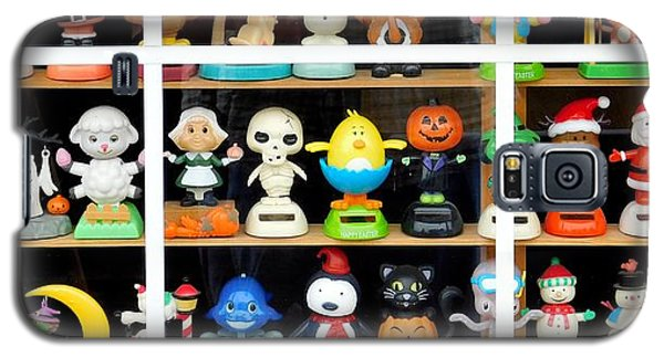 Bobbleheads In Store Window In Schroon Lake Ny In Adirondacks Galaxy S5 Case