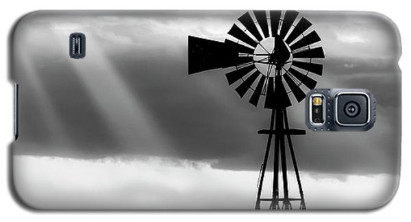 Bw Windmill And Crepuscular Rays -01 Galaxy S5 Case