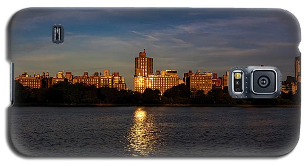 Central Park Reservoir At Sunset Looking Eas Galaxy S5 Case