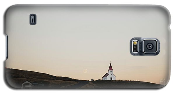 Church On Top Of A Hill And Under A Mountain, With The Moon In The Background. Galaxy S5 Case
