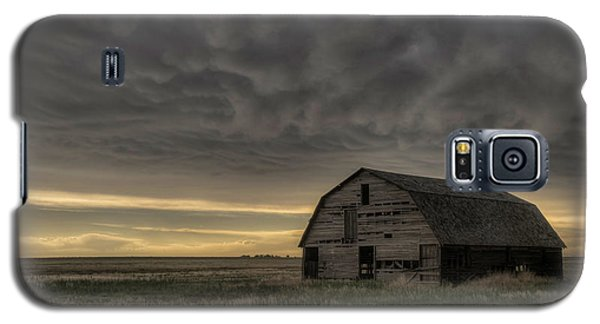 Clouds And Barn Galaxy S5 Case