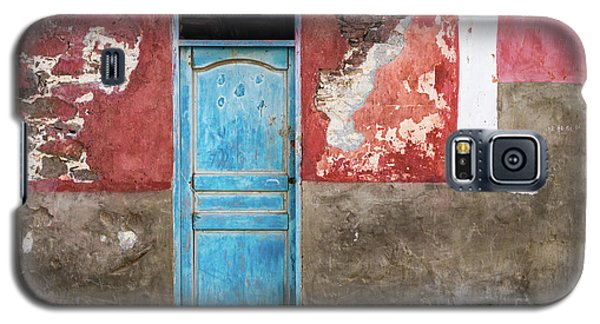 Colorful Wall With Blue Door Galaxy S5 Case