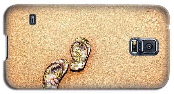 Flip-flops On The Sand. Galaxy S5 Case