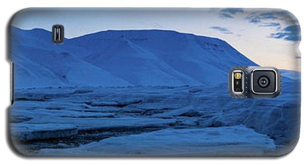 frozen coastline near Longyearbyen Galaxy S5 Case