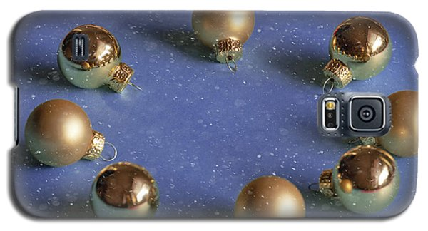 Golden Christmas Balls On The Snowy Background Galaxy S5 Case
