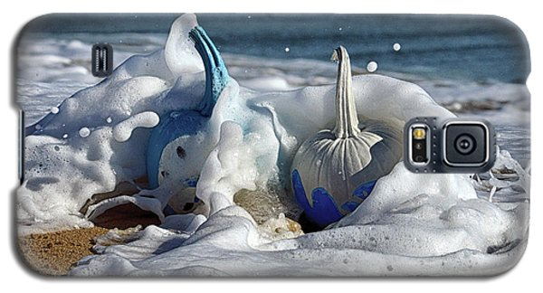 Halloween Blue And White Pumpkins In The Surf Galaxy S5 Case