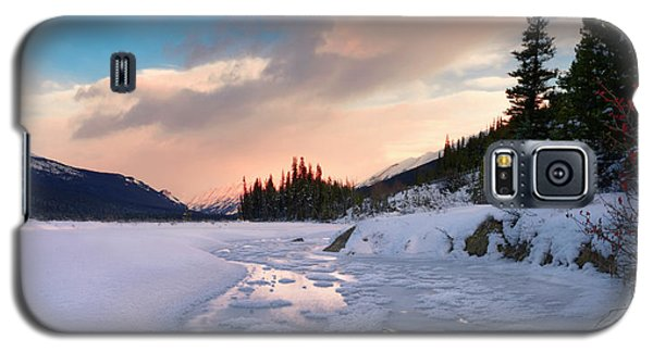 Galaxy S5 Case featuring the photograph Icefields Parkway Winter Morning by Dan Jurak