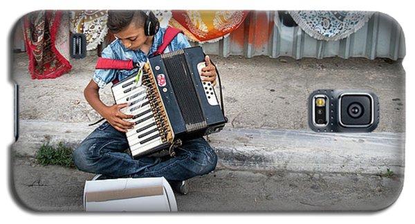 Kid Playing Accordeon Galaxy S5 Case