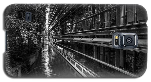 Little River, Big Building Galaxy S5 Case