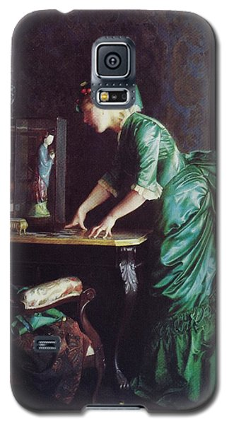 Lizzy Young In Green Galaxy S5 Case