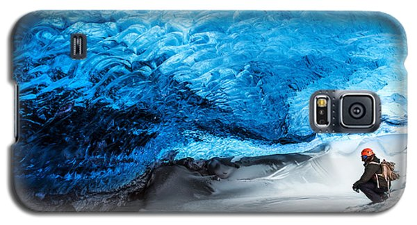 Icy Galaxy S5 Case - Man Traveler Enjoying Exotic Landmark by Anna Om