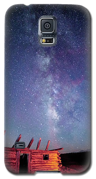 Milky Way Spilling Down On Cabin Galaxy S5 Case