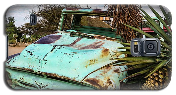 Old And Abandoned Car 2 In Solitaire, Namibia Galaxy S5 Case