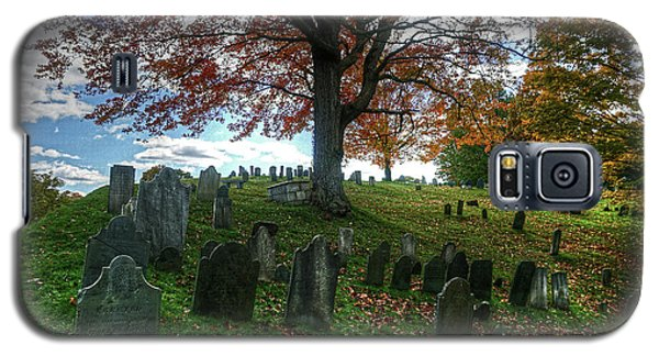 Old Hill Burying Ground In Autumn Galaxy S5 Case
