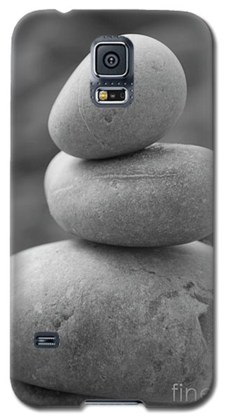 Pebbles In Black And White Galaxy S5 Case