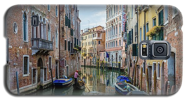 Gondolier On Canal Venice Italy Galaxy S5 Case