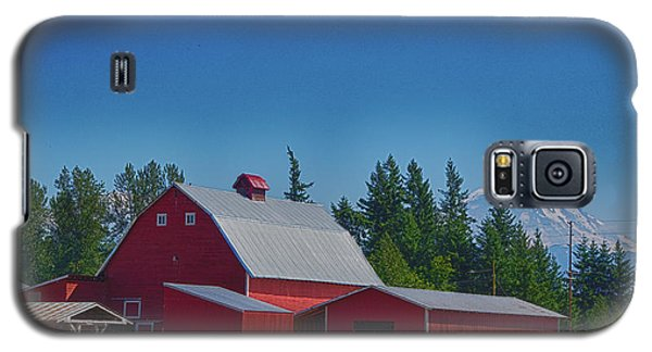 Red Barn With Mount Rainier Galaxy S5 Case
