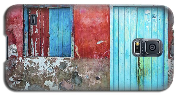 Red, Blue And Grey Wall, Door And Window Galaxy S5 Case
