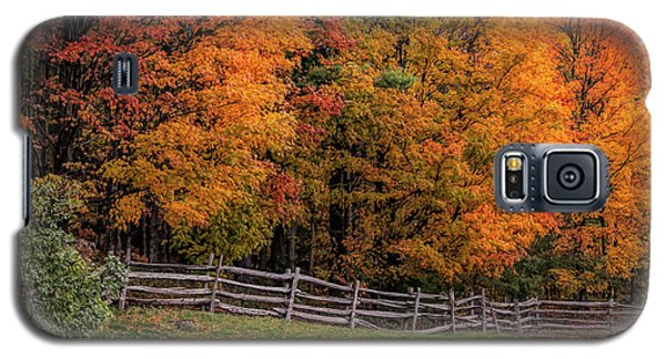 Roadside View Of Vermont Fall Colors Galaxy S5 Case