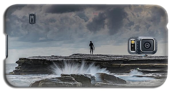 Rock Ledge, Spear Fishermen And Cloudy Seascape Galaxy S5 Case