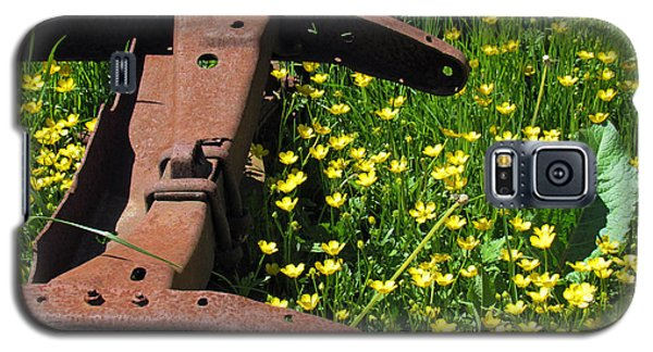 Rusted Wagon In A Field Of Flowers Galaxy S5 Case