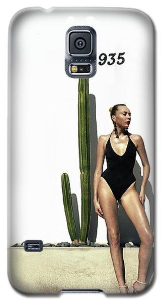 Sasha Dubrovskaya Standing Galaxy S5 Case