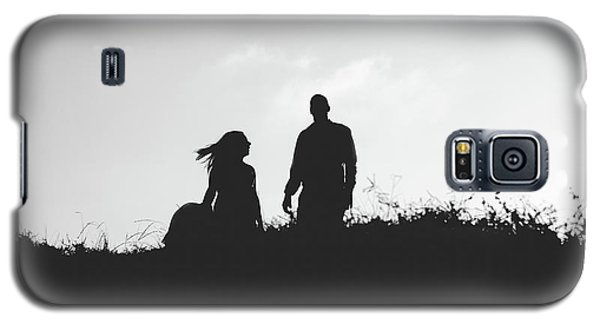 Silhouette Of Couple In Love With Wedding Couple On Top Of A Hill Galaxy S5 Case