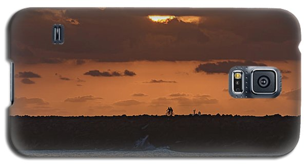 Silhouettes, Breakwall And Sunrise Seascape Galaxy S5 Case