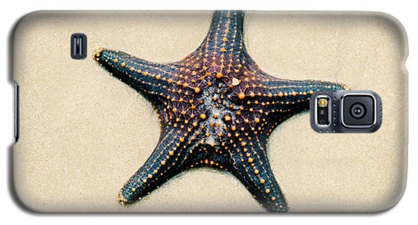 Starfish On The Beach Sand. Close Up. Galaxy S5 Case