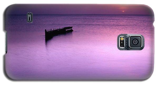 Sun Sets On A Sunken Boat Galaxy S5 Case