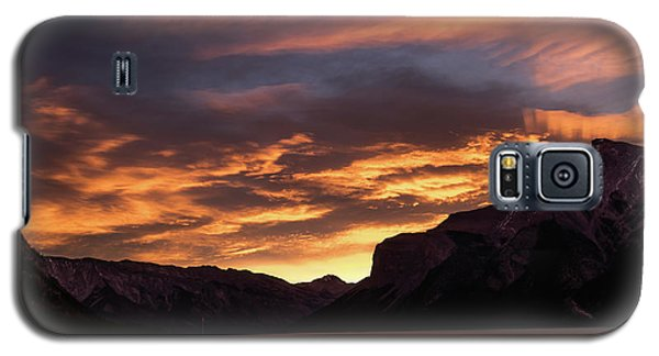 Sunrise Over Lake Minnewanka, Banff National Park, Alberta, Cana Galaxy S5 Case