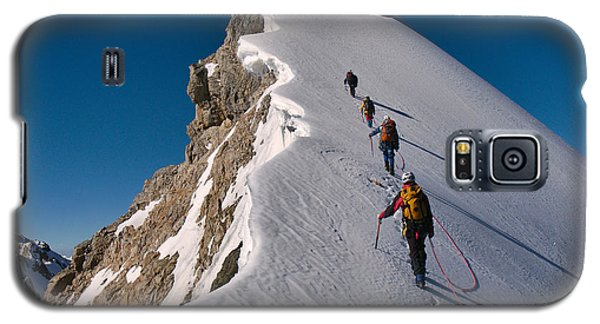 Cold Galaxy S5 Case - Tied Climbers Climbing Mountain With by Taras Kushnir