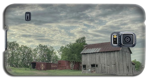 Train Cars And A Barn Galaxy S5 Case