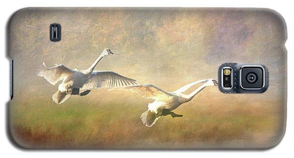 Trumpeter Swan Landing - Painterly Galaxy S5 Case