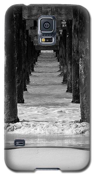 Under The Pier #2 Bw Galaxy S5 Case