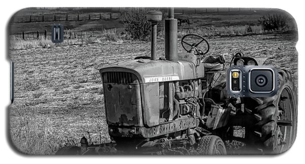 Vintage Tractor In Honeyville Bw Galaxy S5 Case