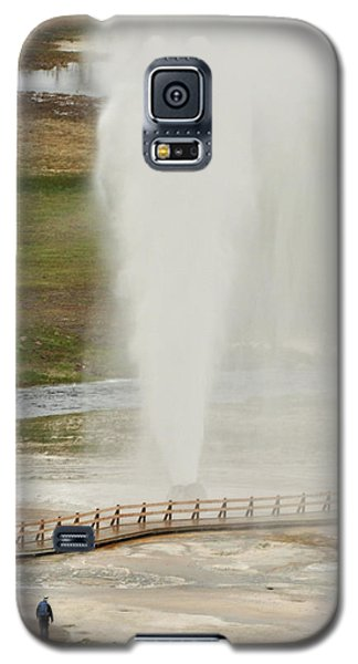 Watching Yellowstone's Beehive Geyser Galaxy S5 Case