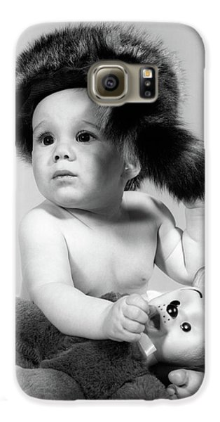 1960s Baby Wearing Coonskin Hat Galaxy S6 Case