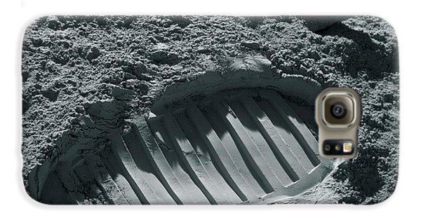 Walking On The Moon Galaxy S6 Case by Detlev Van Ravenswaay