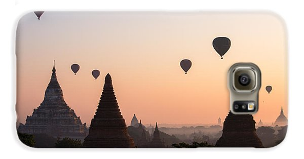 Landscapes Galaxy S6 Case - Ballons Over The Temples Of Bagan At Sunrise - Myanmar by Matteo Colombo