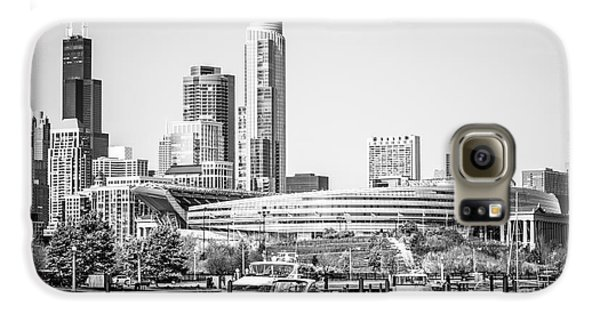 Black And White Picture Of Chicago Skyline Galaxy S6 Case by Paul Velgos