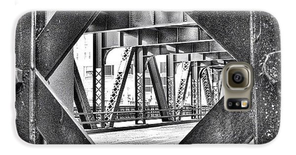 Architecture Galaxy S6 Case - Chicago Bridge Iron In Black And White by Paul Velgos