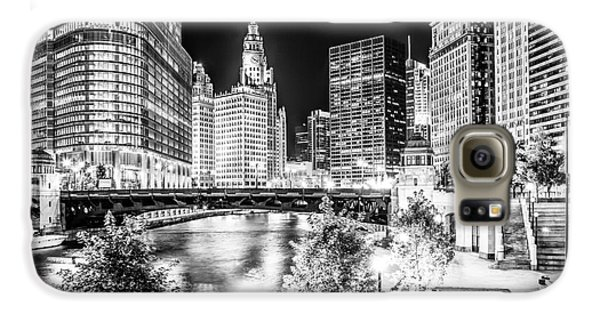 Chicago River Buildings At Night In Black And White Galaxy S6 Case