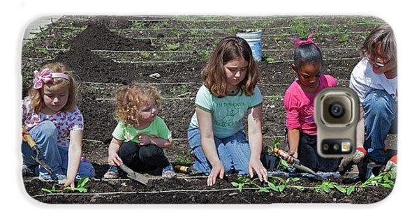 Children At Work In A Community Garden Galaxy S6 Case by Jim West