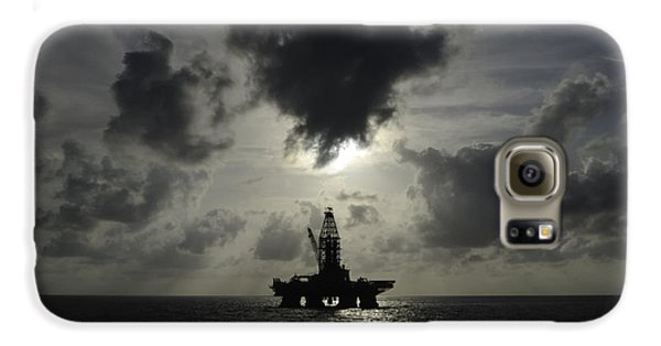 Distant Offshore Oil Rig Galaxy S6 Case